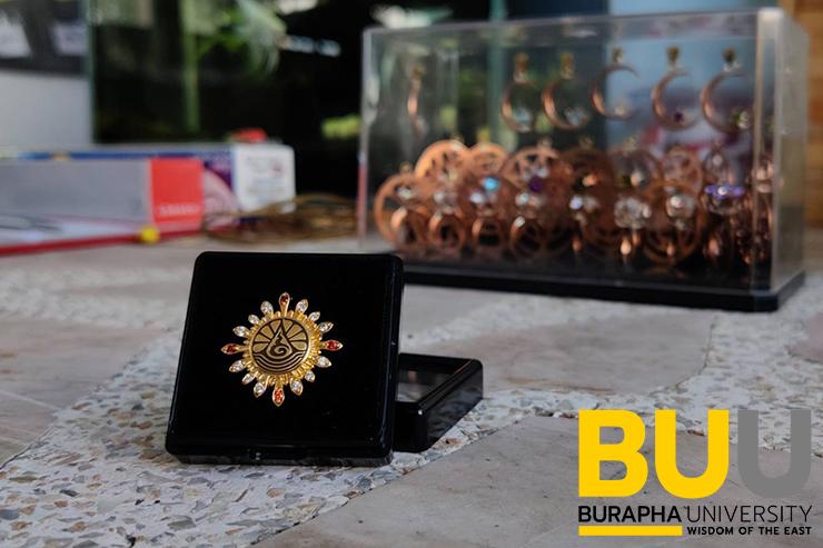 คณะอัญมณี ได้รับเกียรติให้ผลิตเข็มเชิดชูเกียรติรางวัล 'รัตนบูรพา'